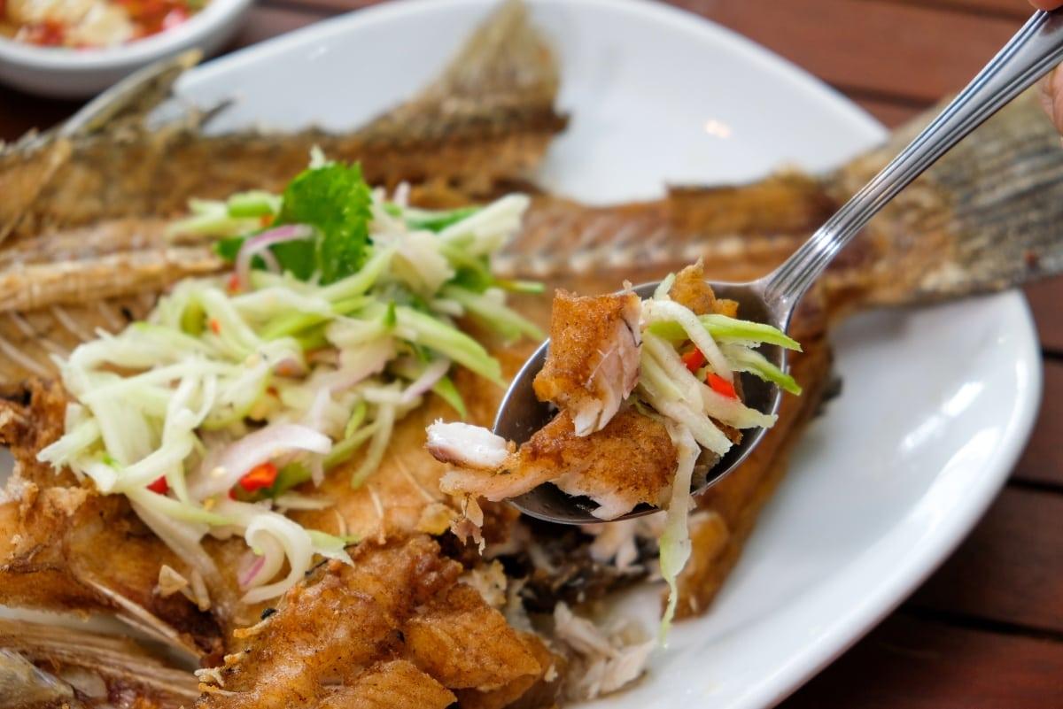 review-great-fish-menu-5-restaurants-nakhon-phanom-isan-thailand-8
