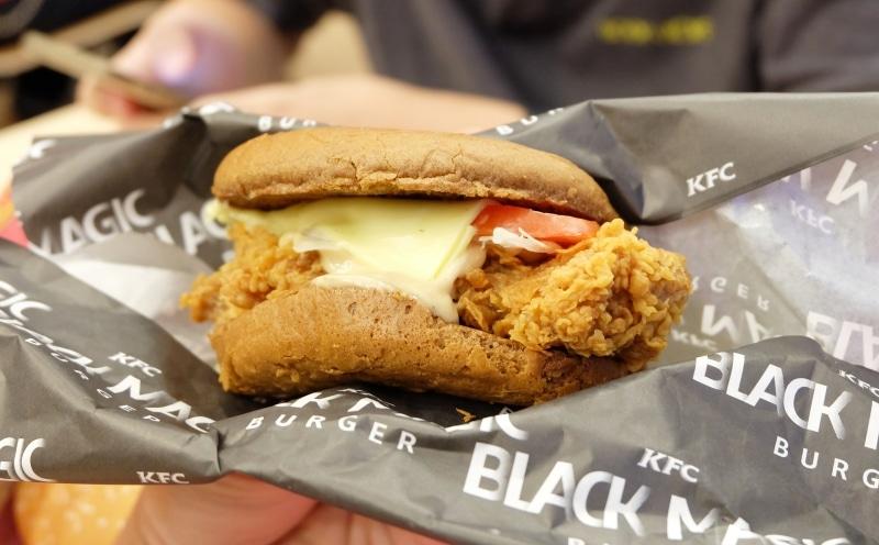 review-kfc-black-magic-burger-4