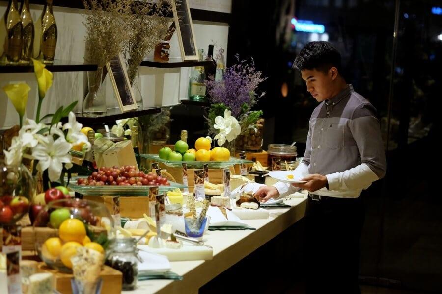 sunday-brunch-buffet-at-flow-restaurant-millennium-hilton-57