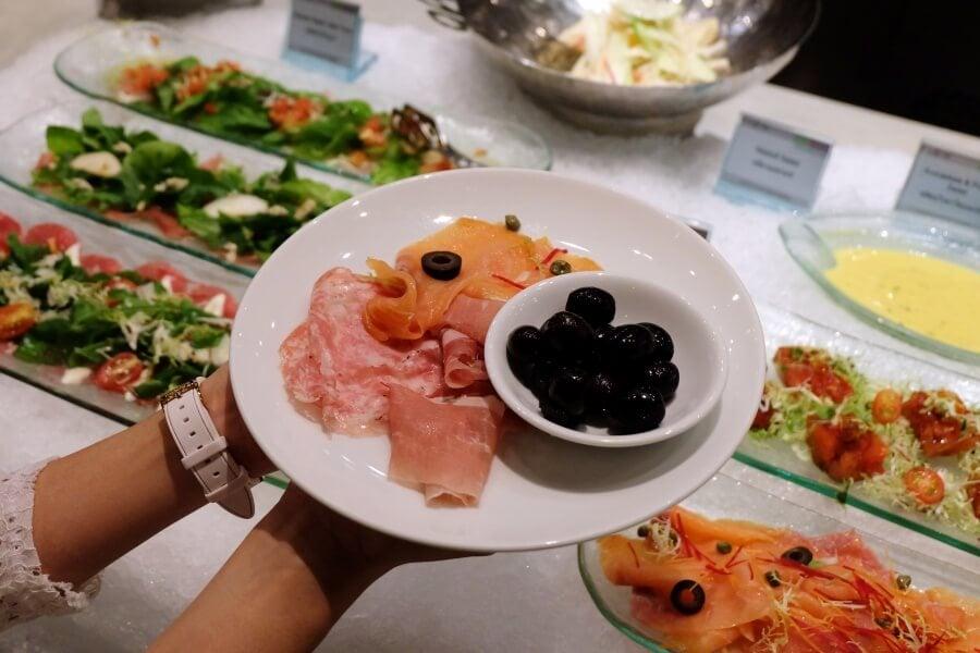 sunday-brunch-buffet-at-flow-restaurant-millennium-hilton-82